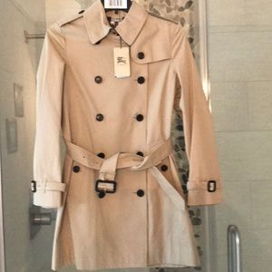 Brand new Burberry buckingham trenchcoat